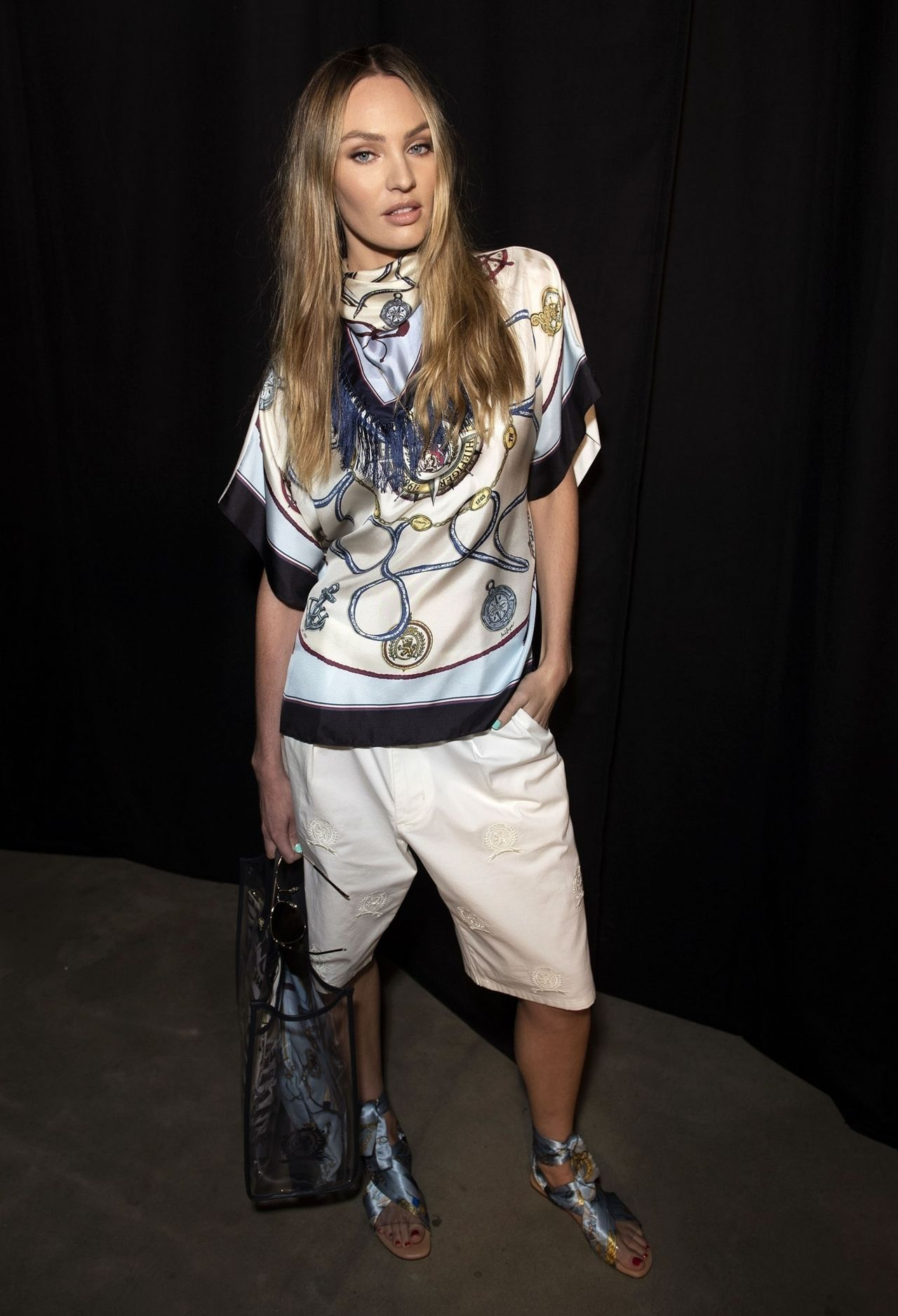 candice-swanepoel-tommy-hilfiger-spring-20-tommynow-show-at-london-fashion-week