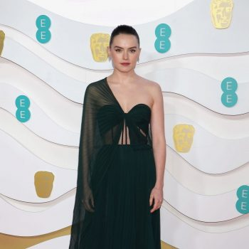 daisy-ridley-in-oscar-de-la-renta-2020-ee-british-academy-film-awards