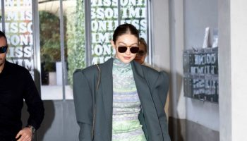 gigi-hadid-in-versace-out-in-milan-fashion-week-2020