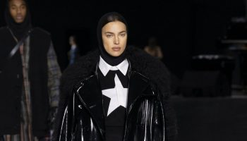 irina-shayk-on-the-runway-burberry-aw-20-london-fashion-week-show