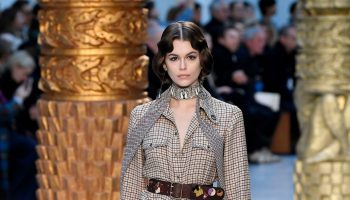kaia-gerber-rocks-runway-chloe-fall-winter-2020-2021-show-in-paris