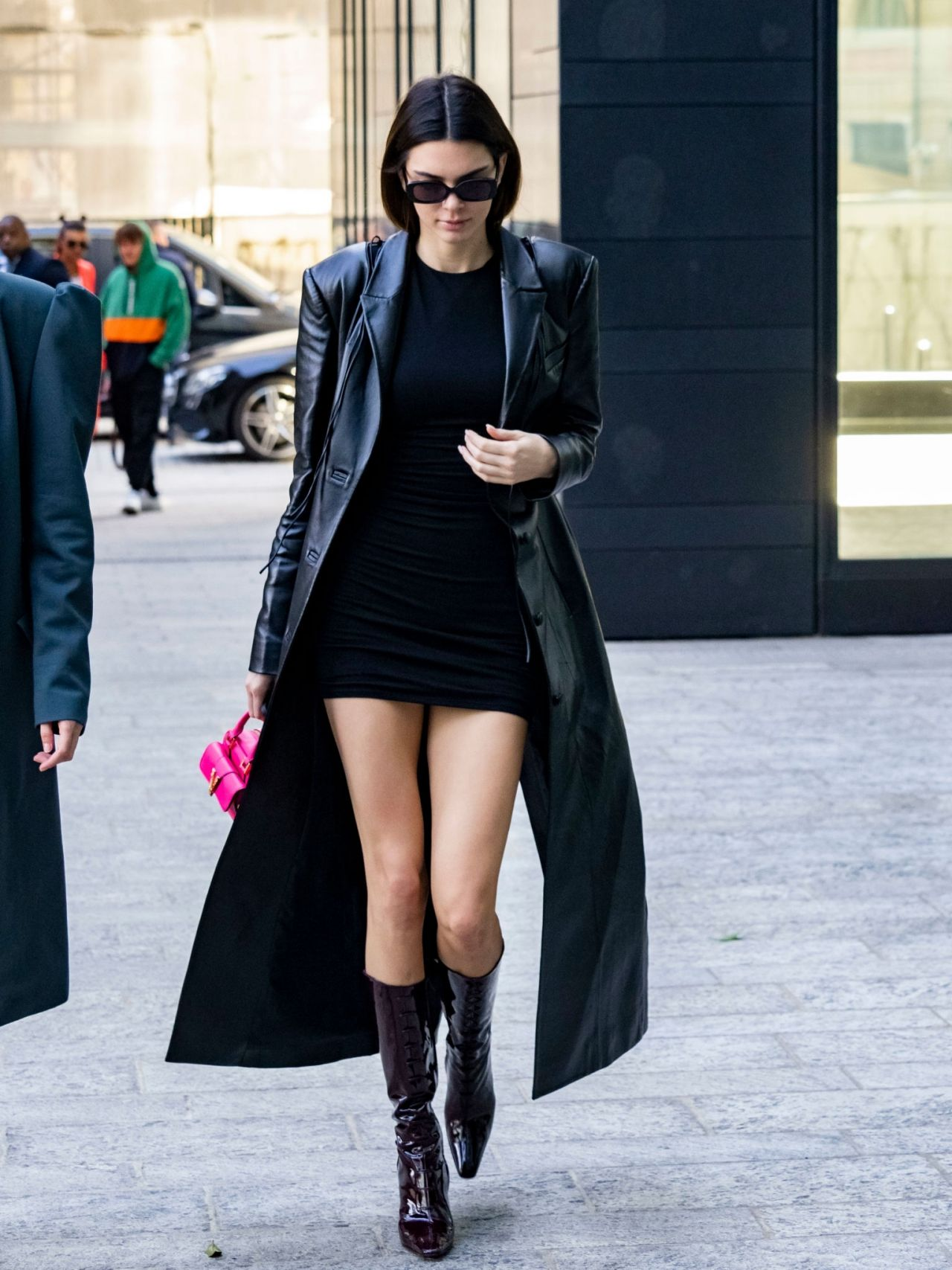 kendall-jenner-in-versace-out-in-milan