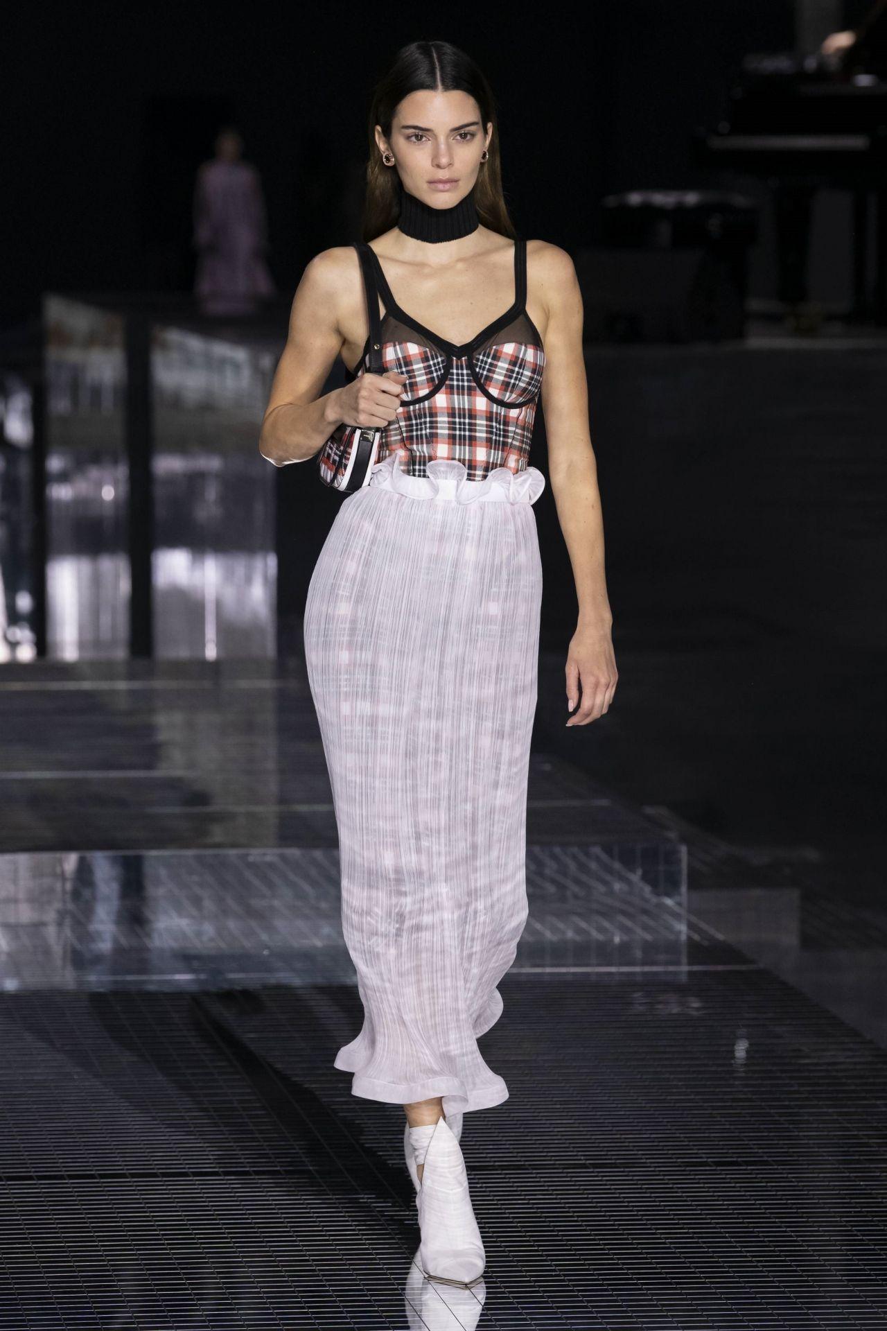 kendall-jenner-rocks-the-runway-burberry-aw20-london-fashion-week-show