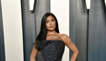 kylie-jenner-in-ralph-russo-couture-2020-vanity-fair-oscar-party