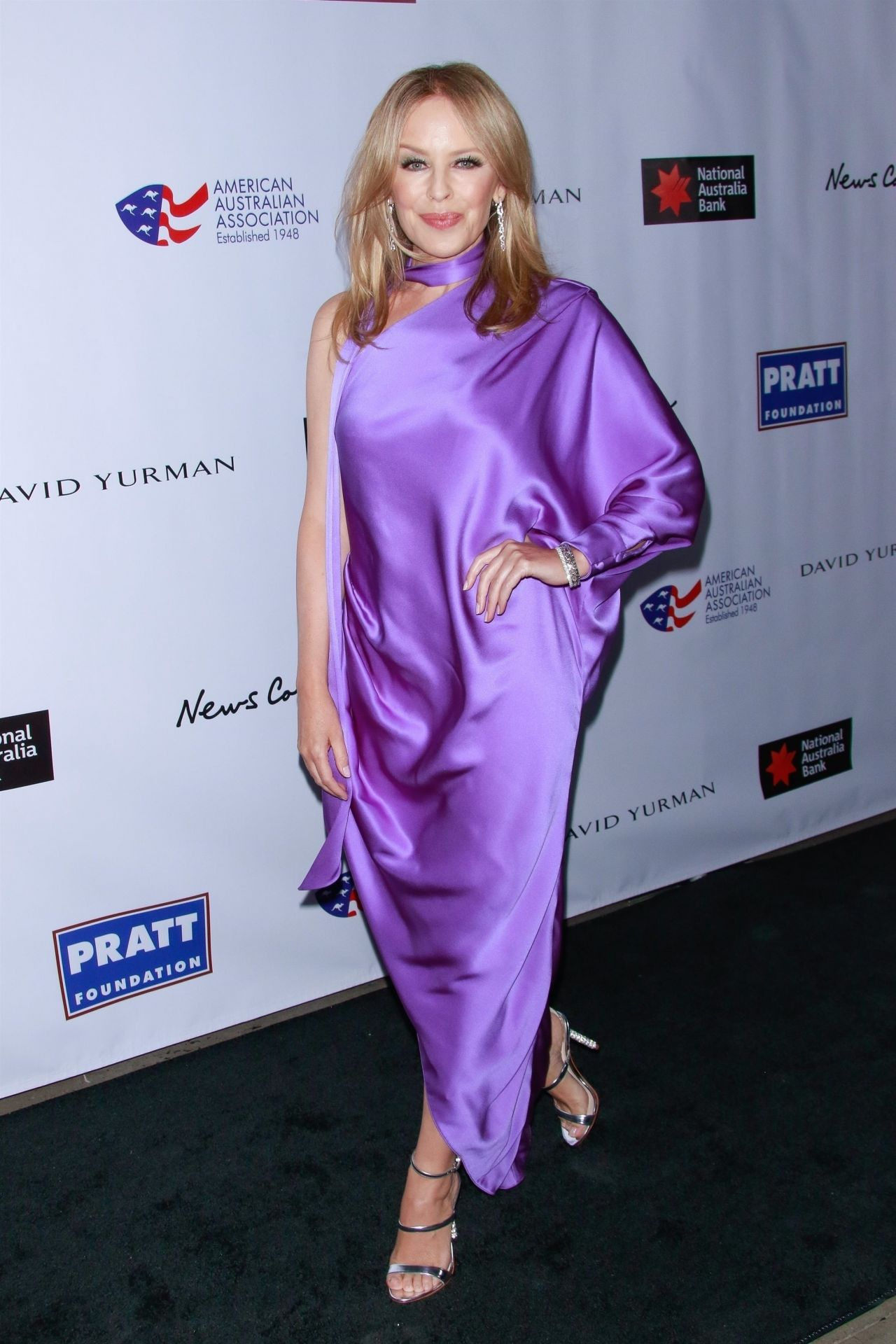 kylie-minogue-in-ralph-russo-2020-aaa-arts-awards-gala-in-new-york