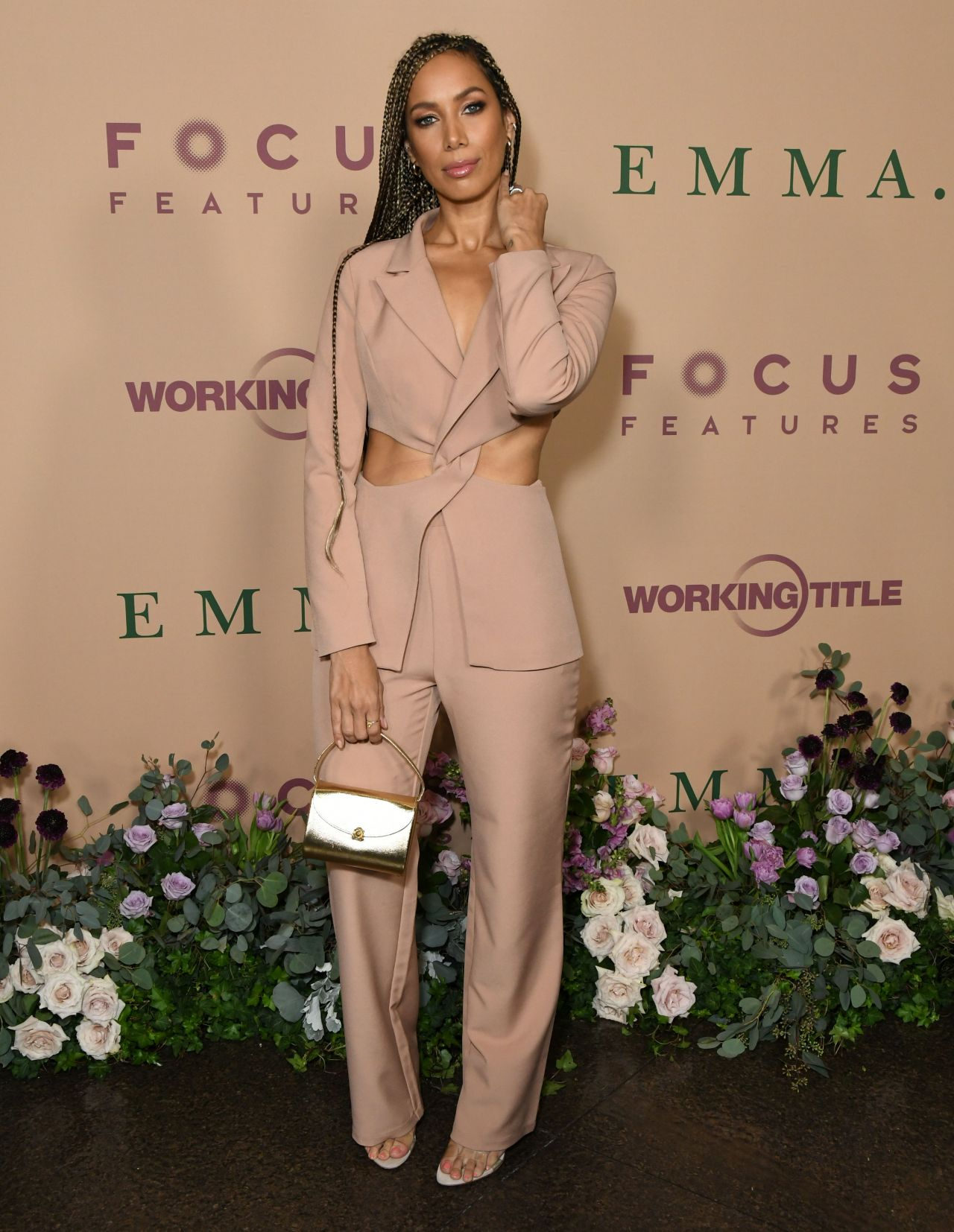 leona-lewis-in-a-cut-out-blazer-suit-emma-la-premiere