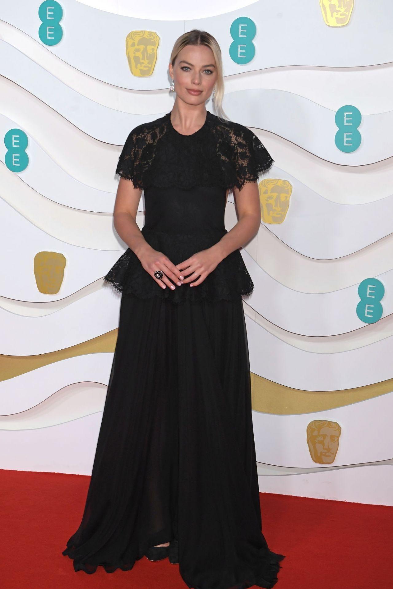 margot-robbie-in-chanel-2020-ee-british-academy-film-awards