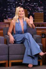 Margot Robbie In Oscar de la Renta @  Tonight Show With Jimmy Fallon