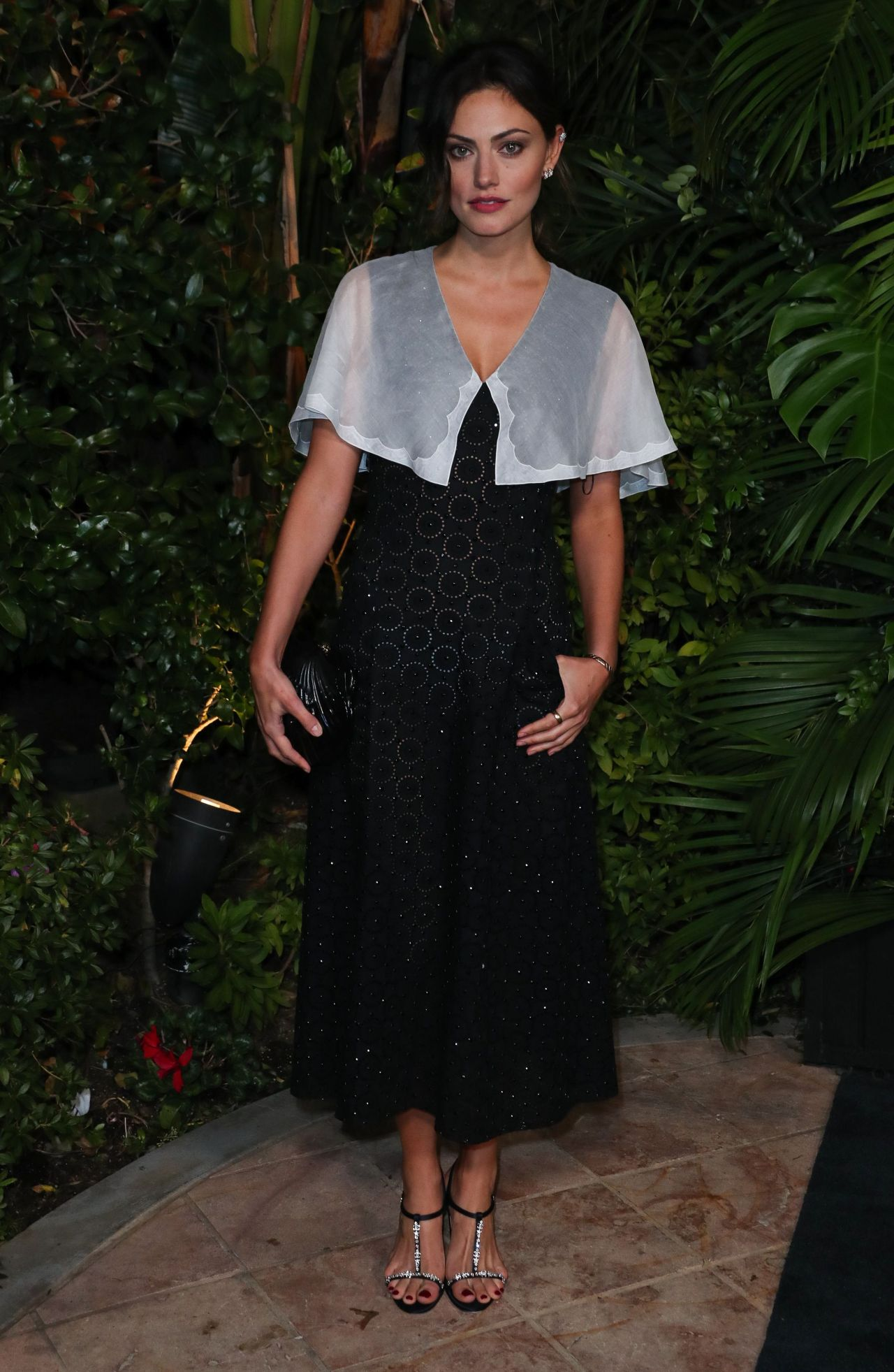 phoebe-tonkin-in-chanel-charles-finch-and-chanel-pre-oscar-awards-2020-dinner