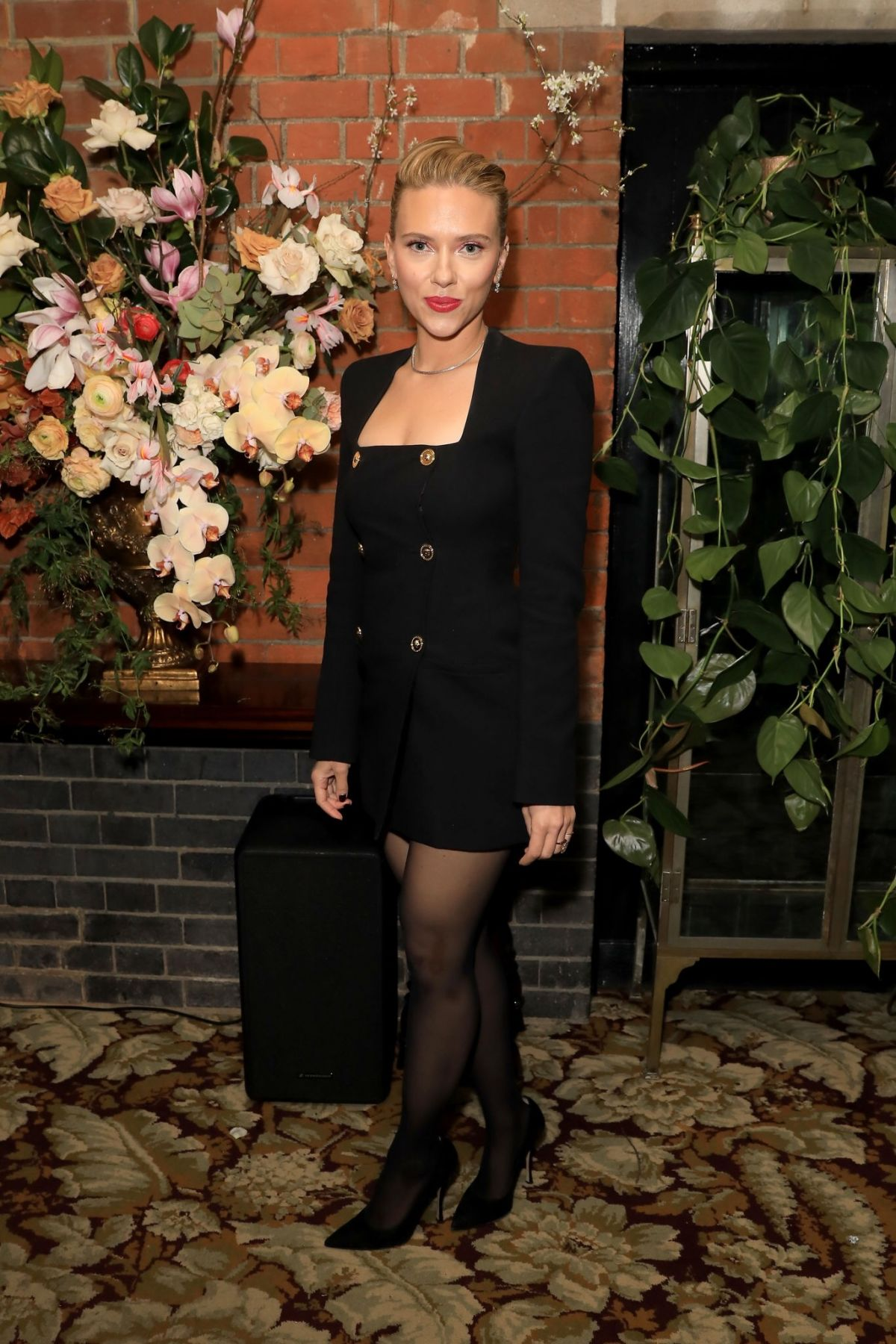 scarlett-johansson-in-versace-the-british-vogue-bafta-after-party