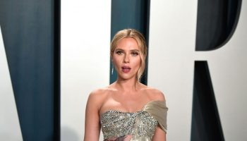 scarlett-johansson-in-oscar-de-la-renta-2020-vanity-fair-oscar-party