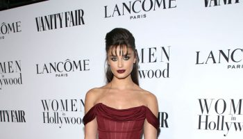 taylor-hill-in-dolce-gabbana-vanity-fair-and-lancome-women-in-hollywood-celebration