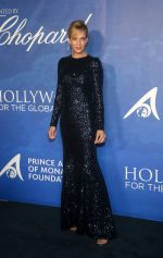 Uma Thurman   In Dolce & Gabbana @ 2020 Hollywood for the Global Ocean Gala