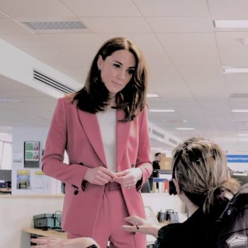 catherine-duchess-of-cambridge-in-marks-spencer-london-ambulance-service-111-control-room-visit