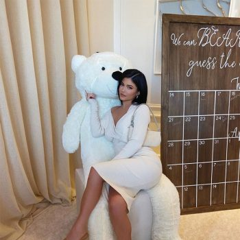 kylie-jenner-in-bottega-veneta-malikas-baby-shower