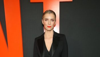 betty-gilpin-in-altuzarra-the-hunt-la-premiere