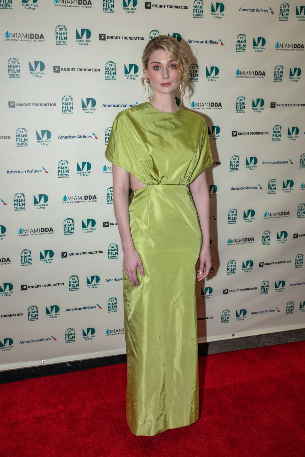 elizabeth-debicki-in-prada-the-burnt-orange-heresy-miami-film-festival-screening