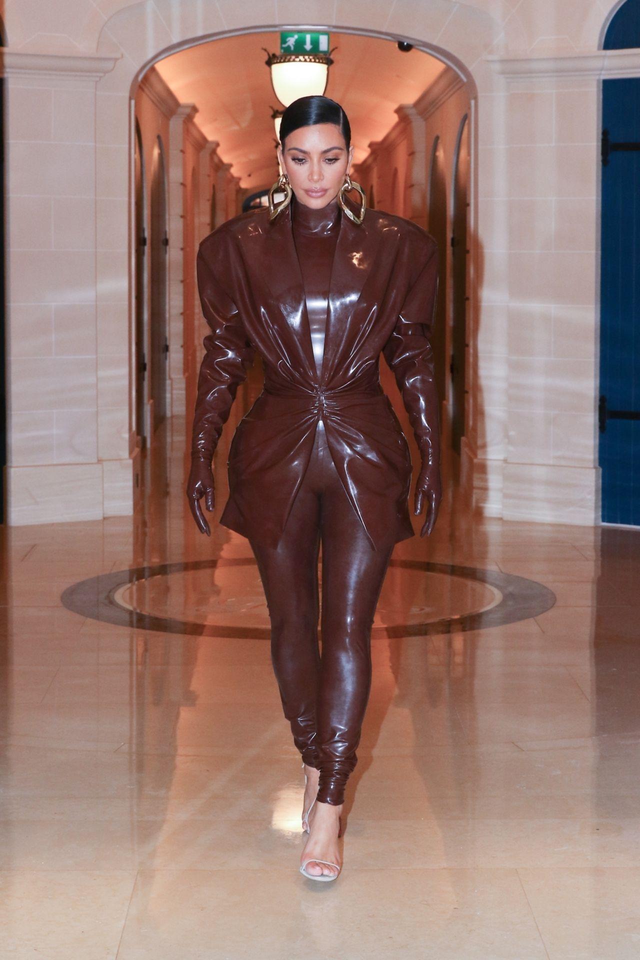 kim-kardashian-in-balmain-fw20-latex-outfit-paris-03-01-2020-0
