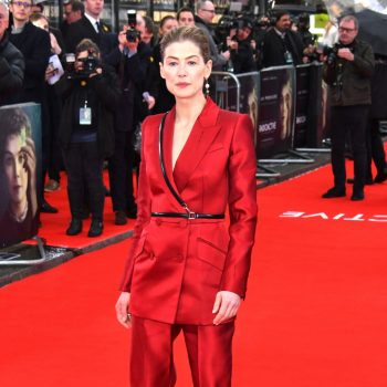 rosamund-pike-in-alexander-mcqueen-radioactive-london-premiere