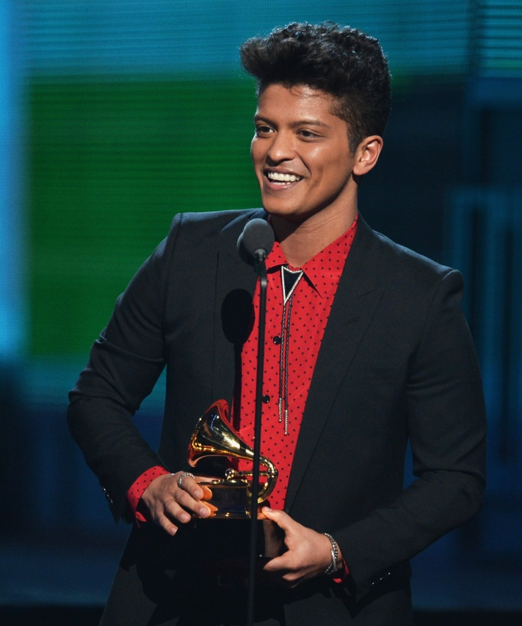 bruno-mars-donates-1-million-dollars-mgm-employees-dsplaced-by-coronavirus
