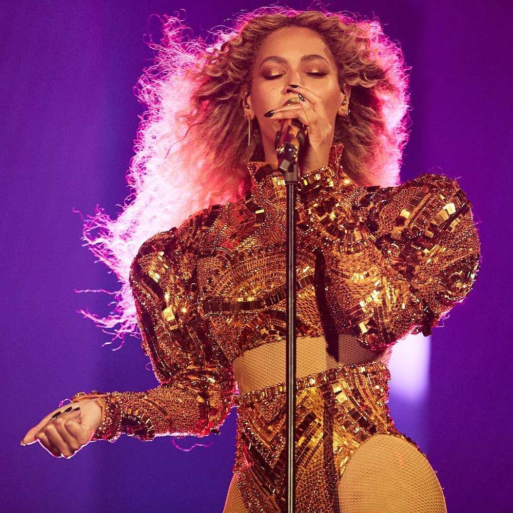 beyonce-knowles-surprise-performance-disney-family-sing-along