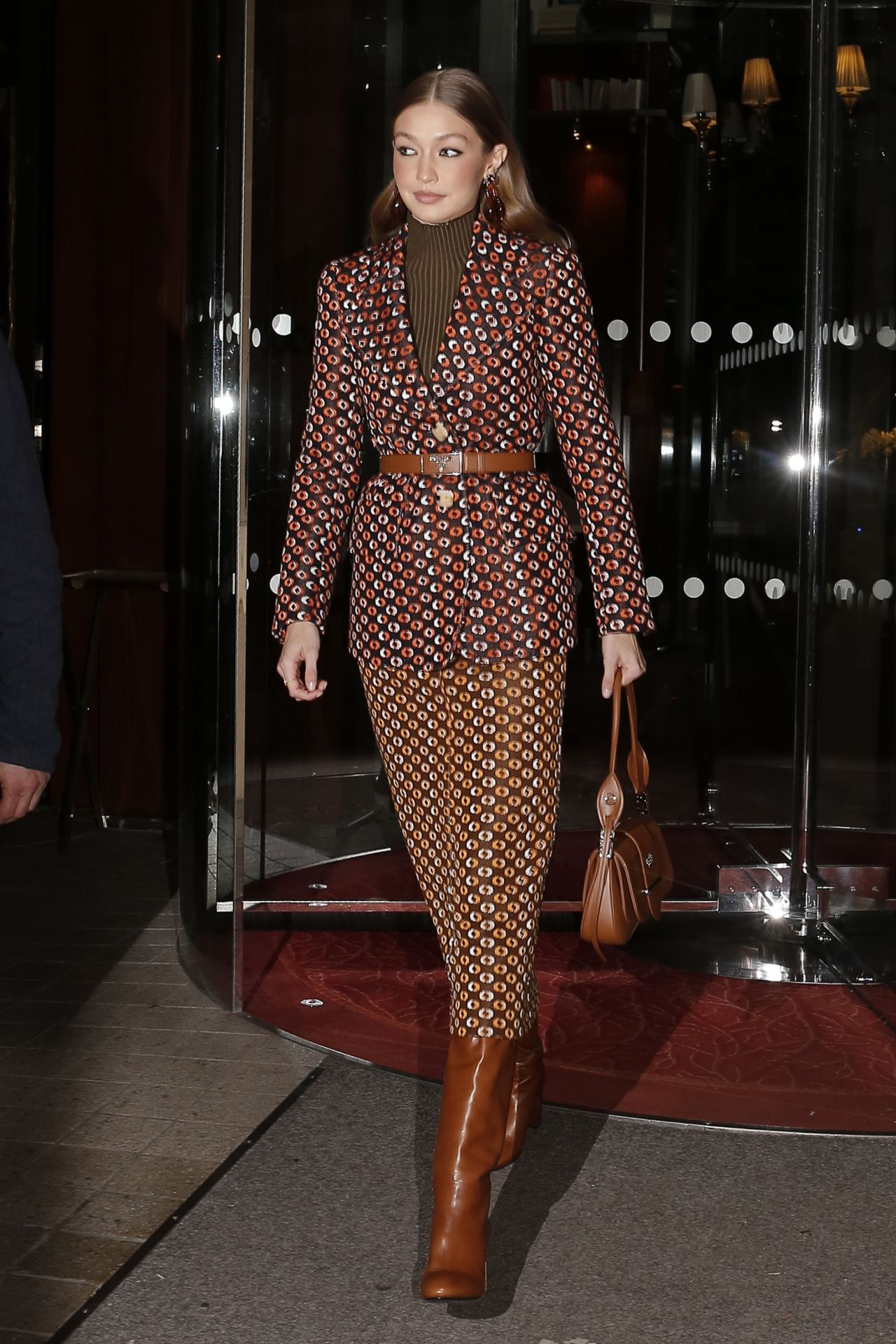 gigi-hadid-in-prada-arrives-at-the-prada-dinner-party-in-paris