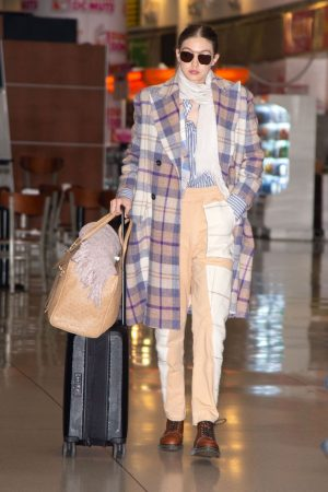 gigi-hadid-in-vivienne-westwood-jfk-airport-in-new-york