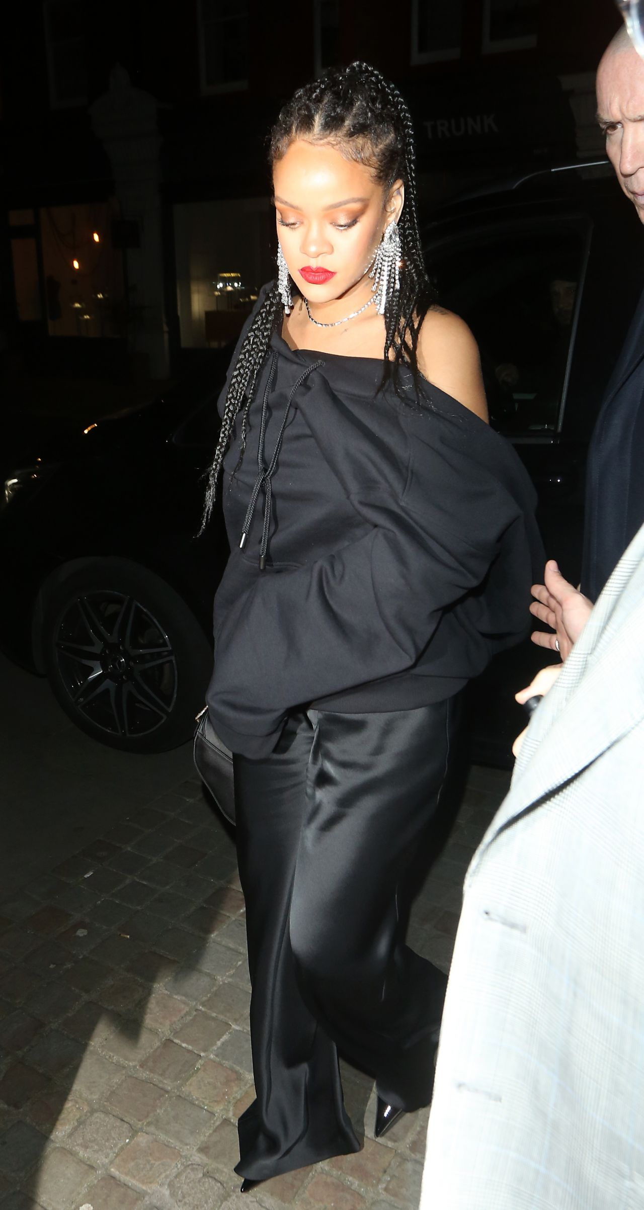 rihanna-in-fenty-british-vogue-and-tiffany-co-celebrate-fashion-film-party