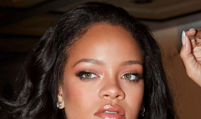 rihanna-showcases-fenty-beauty-cream-blush-bronzer-2020