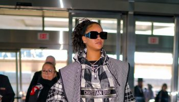 rihanna-in-dior-jfk-airport-in-new-york