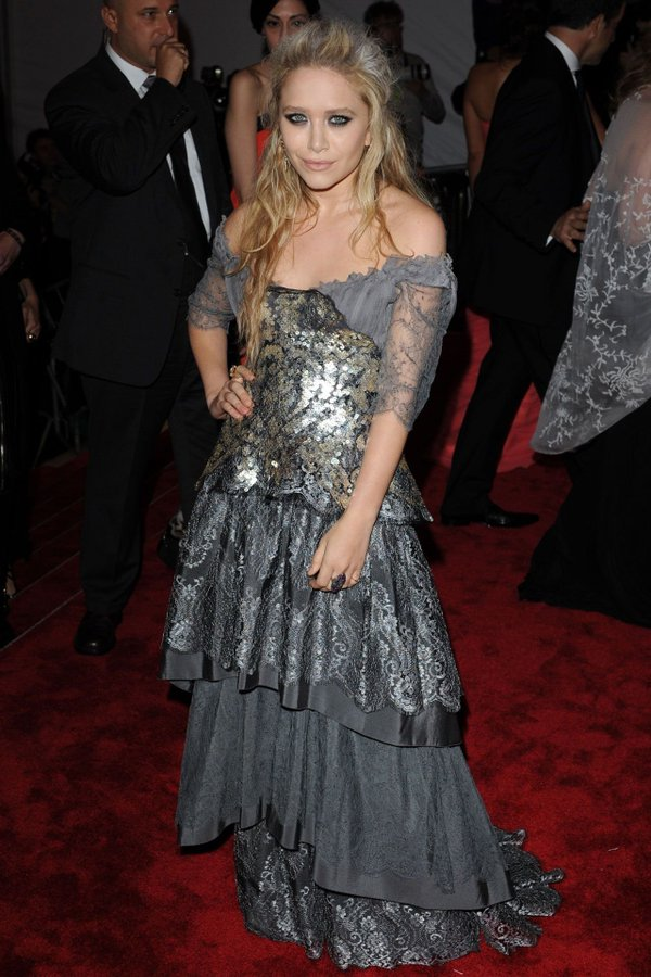 mary-kate-olsen-in-christian-lacroix-couture-met-gala-2009