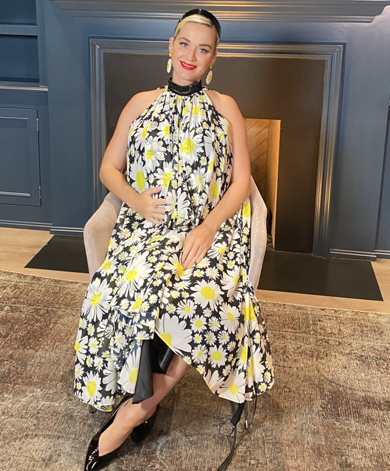 katy-perry-wears-daisy-print-dress-to-promote-her-first-tv-performance-of-daisies