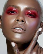How to Create And Wear Glossy Eyelids