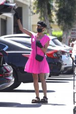 Diane Kruger Wears Pink Dress – Grocery Shopping in Beverly Hills 05/06/2020