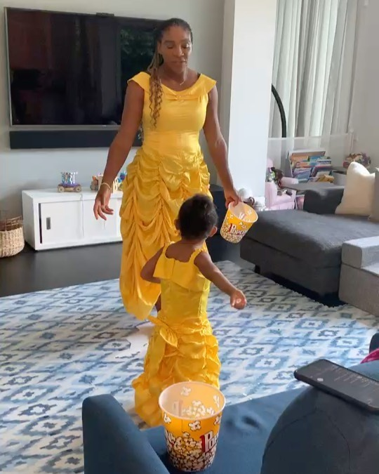 serena-williams-daughter-olympia-singing-belle-in-matching-beauty-the-beast-costumes