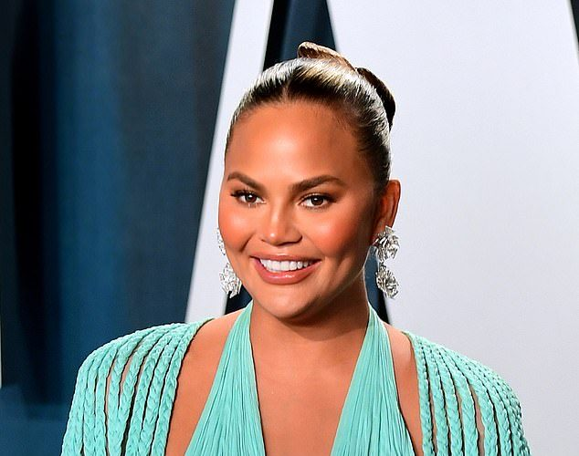 chrissy-teigen-shared-her-entire-skin-care-routine