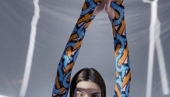 kendall-jenner-takes-self-portraits-for-burberrys-new-campaign