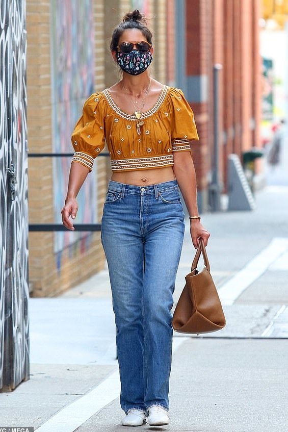 katie-holmes-in-mustard-puffed-sleeve-crop-top-july-3-2020-by-july-5-2020