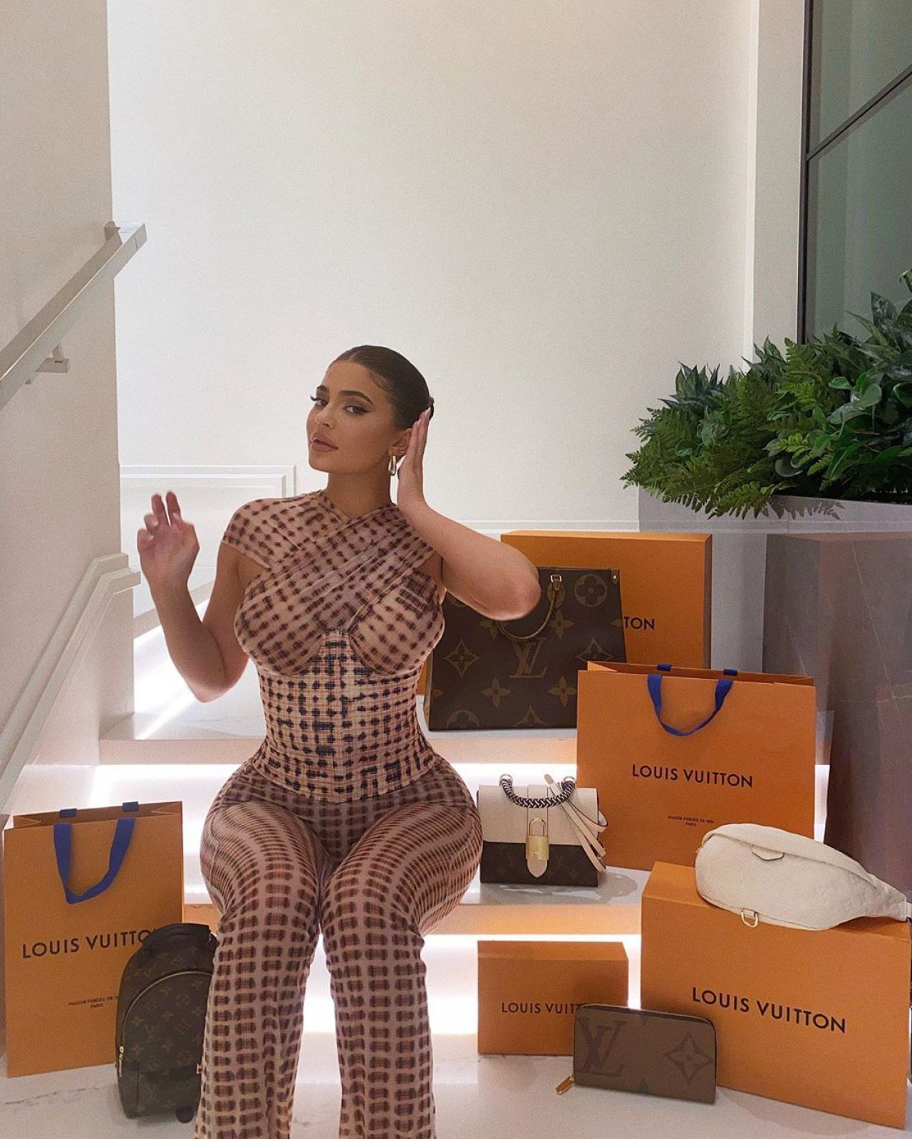 kylie-jenner-fashion-outfit-07-01-2020