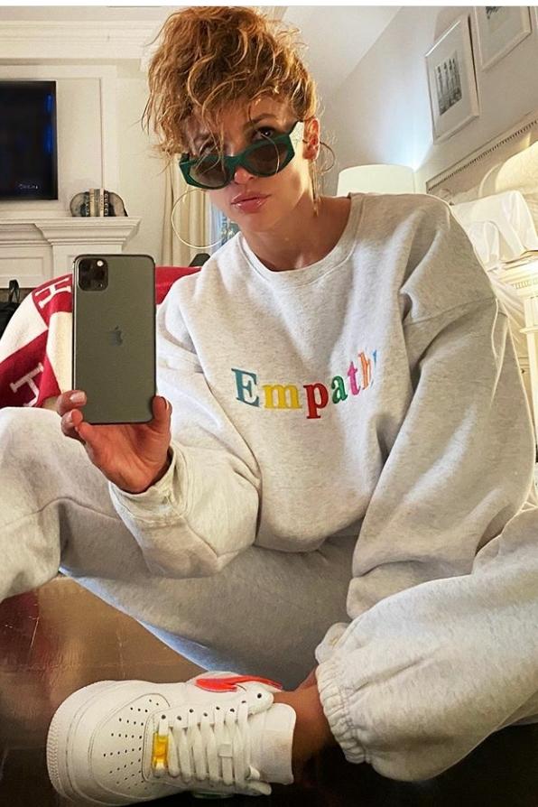 jennifer-lopez-fashion-style-on-instagram-august-2-2020