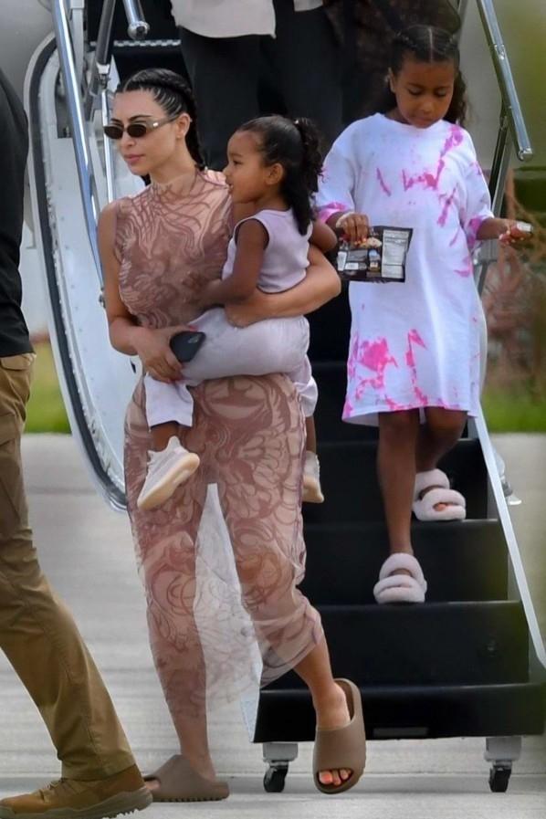 kim-kardashian-west-getting-off-the-plane-in-miami-august-9-2020