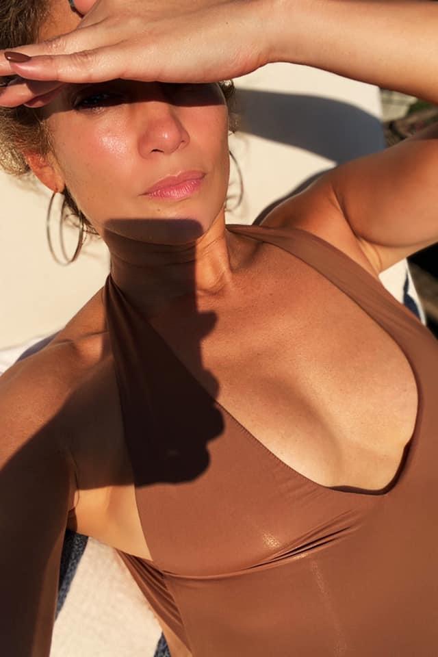 jennifer-lopez-in-swimwear-instagram-august-14-2020