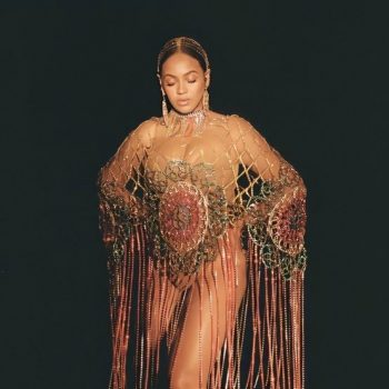 beyonce-in-area-crystal-crochet-poncho-hairpiece-and-earrings-in-black-is-king