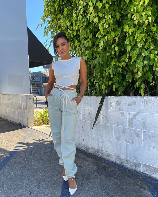 vanessa-hudgens-in-longchamp-leather-pants-out-los-angeles-august-11-2020