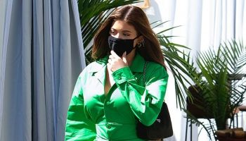 kylie-jenner-in-jacquemus-arriving-restaurant-in-west-hollywood