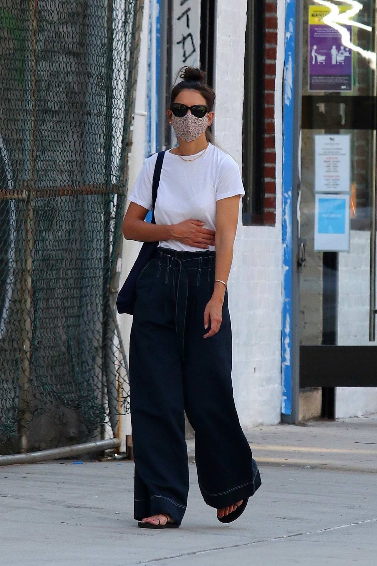 katie-holmes-spotted-out-in-new-york-city-august-1-2020