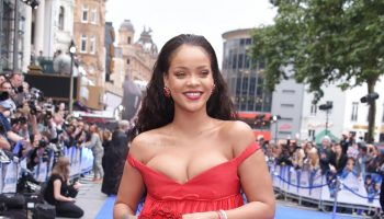 rihanna-uses-artwork-to-encourage-fans-to-vote