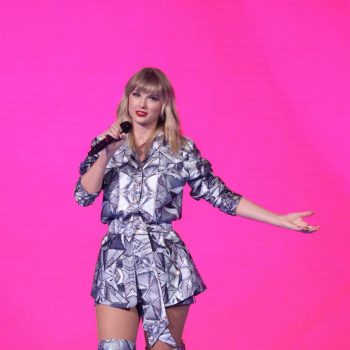 taylor-swift-tells-fans-to-vote-early-because-trump-opposes-mail-in-voting