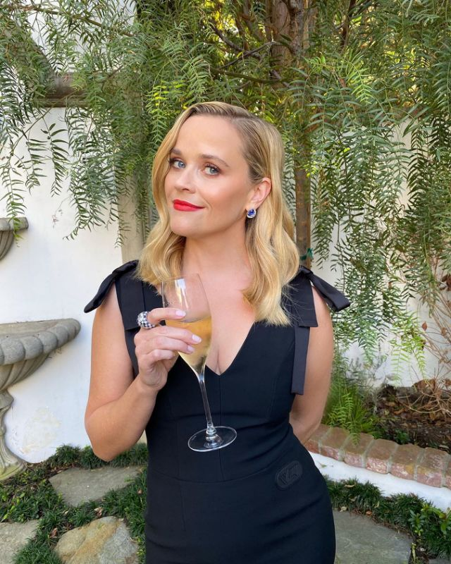 reese-witherspoon-in-louis-vuitton-the-2020-virtual-emmy-awards