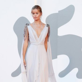 frida-aasen-in-alberta-ferretti-amants-screening-at-the-2020-venice-film-festival